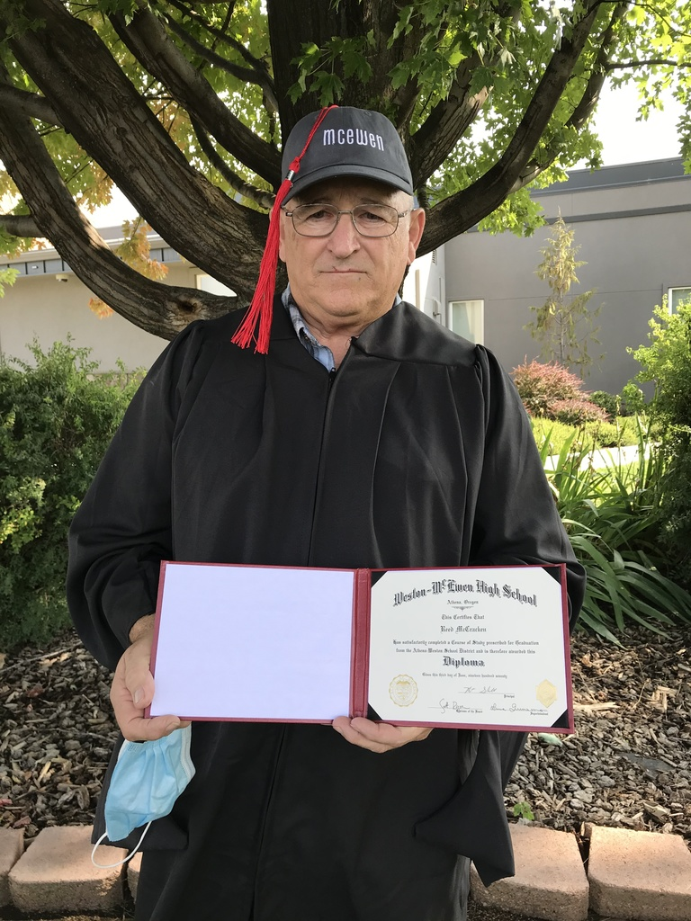 McCracken displays diploma